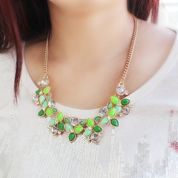 Vintage Rhinestone Decorated Candy Color Leaf Pattern Pendant Necklace For Women