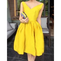 Sexy Women's V-Neck Solid Color Slimming Sleeveless Dress