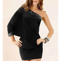 Solid Color Sexy One-Shoulder Batwing Sleeve Packet Buttock Dress For Women black