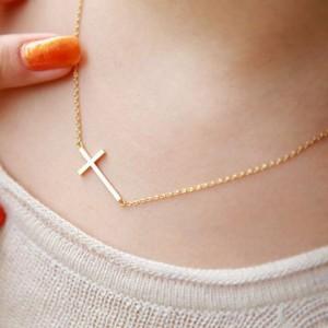 Sweet Simple Design Cross Pendant Necklace For Women Golden