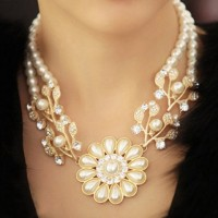 Luxury Women's Faux Pearl Flowerlike Necklace