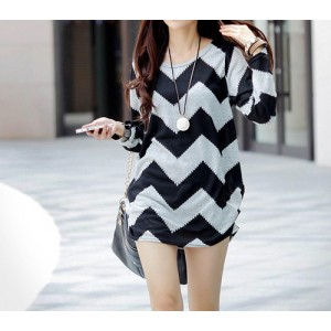 Jagged Wavy Pattern Print Arc Hem Plus Size Over Hip Cotton Blend Color Matching T-shirt For Women gray