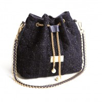 Fashion Women's Shoulder Bag With Checked and Chains Design