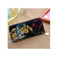 Stylish Women's Wallet With Floral Print and Zipper Design